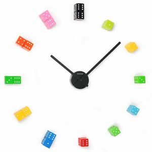 Почему бы Вам не переделать старые, скучные часы, чтобы они выглядели произведением искусства.